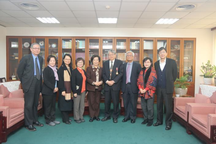 院長張博雅感謝陳師孟委員於監察院2年期間之服務,場面溫馨