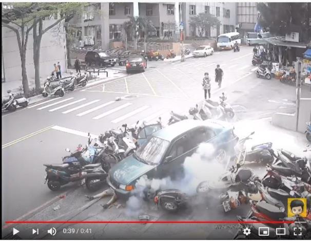 新竹-竹蓮市場109年3月24日老翁倒車意外暴衝導致車禍