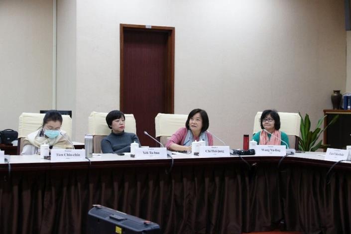 國家人權委員會與〈亞太地區國家人權機構論壇(簡稱APF)〉進行視訊會議。左起:田秋堇、葉大華、紀惠容、王幼玲等人權委員。