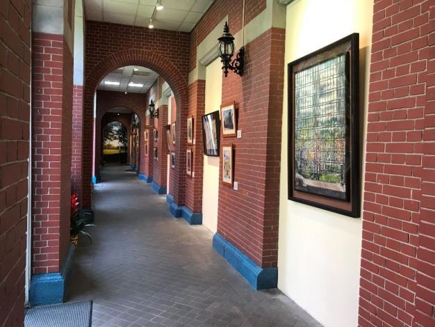 本院院慶特展寫生作品區展出走廊