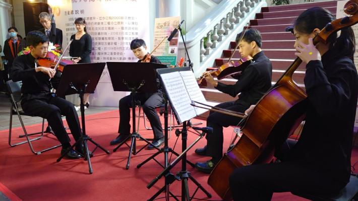 中正國中弦樂團於監察院90周年院慶「音樂饗宴」活動中,安排三、四、五重奏演繹膾炙人口的古典樂章,細膩磅礡,完美呈現一場令人難忘的音樂饗宴。