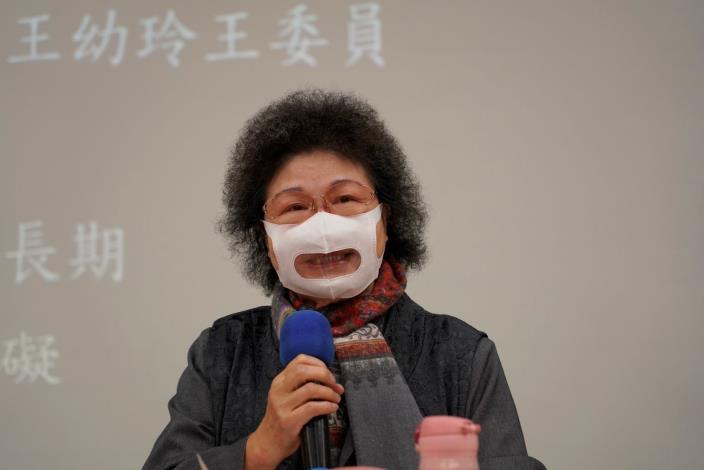 國家人權委員會主任委員陳菊,4月9日出席身心障礙者CRPD北區座談會致詞時,為方便聽障者的需求,特別戴上透明防霧口罩。