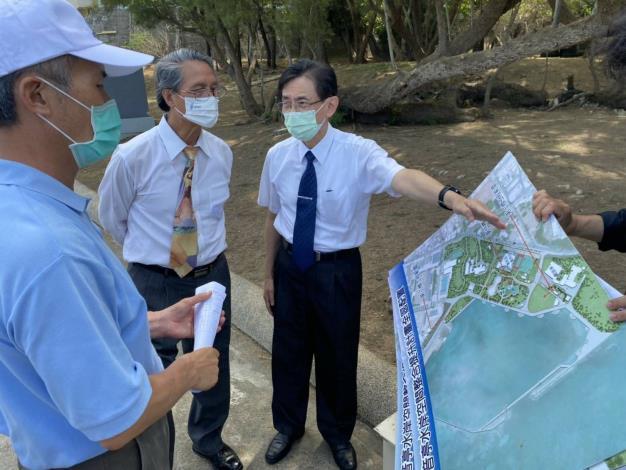 監察委員鴻義章、蕭自佑110 年5月14日實地巡察觀音亭水岸空間整合與提升計畫。