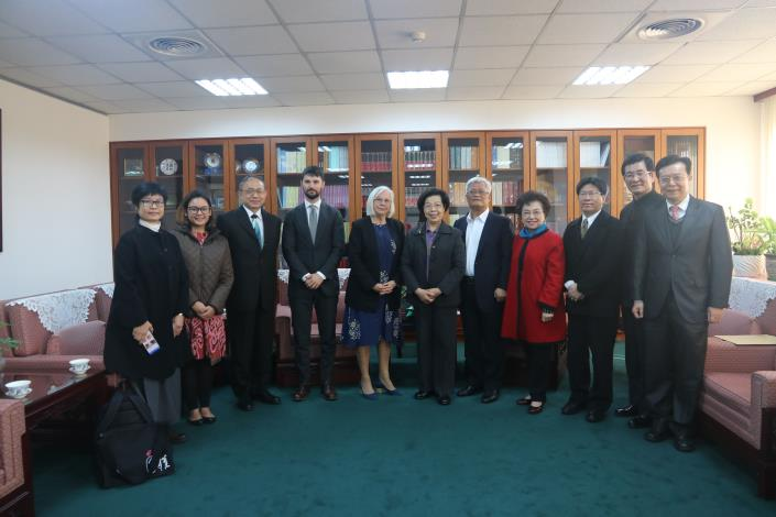 Former New Zealand Human Rights Commissioner Rosslyn Noonan and APF Legal Expert Phillip Wardle visit the Control Yuan.JPG