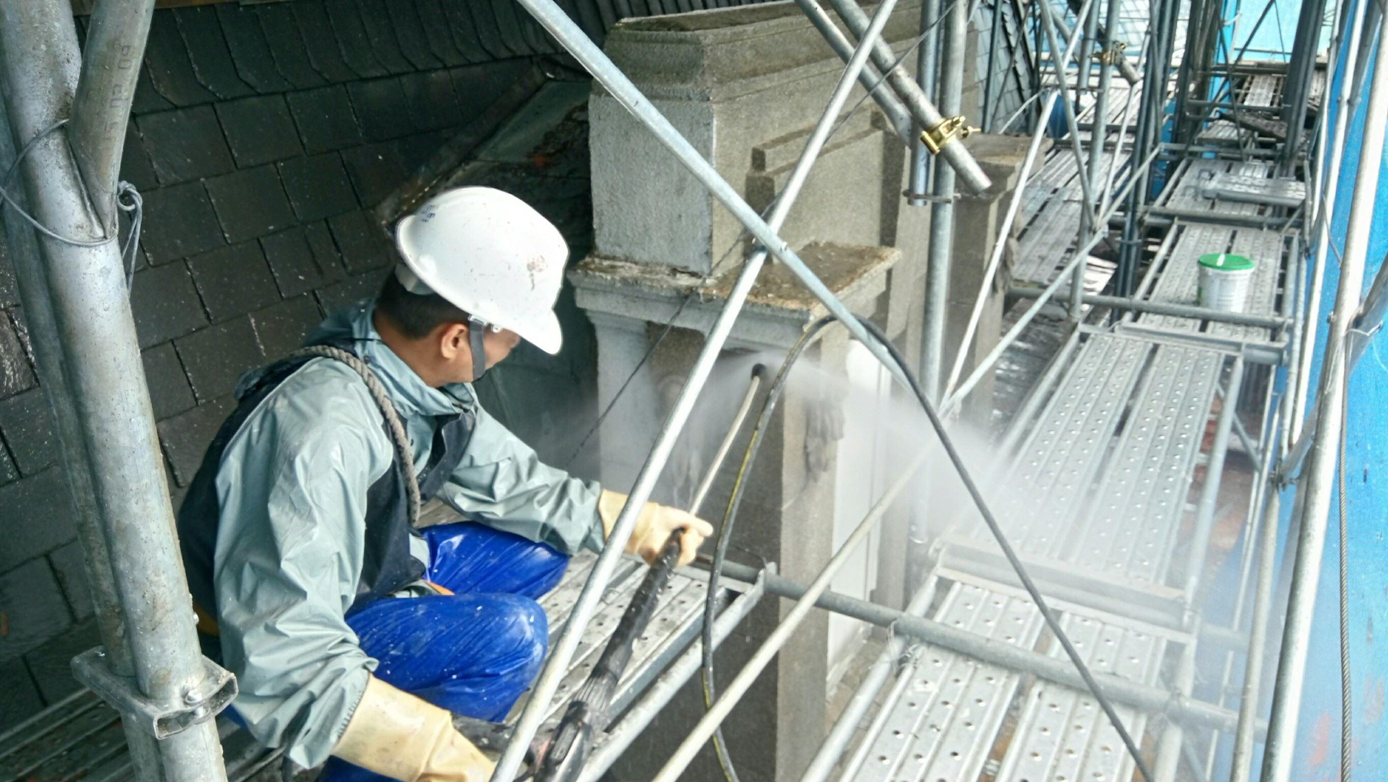外牆高壓水柱去漆,清理洗石子飾帶