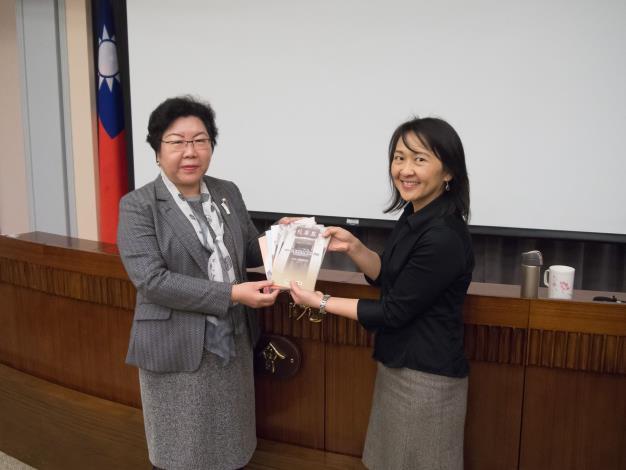 藍佩嘉教授(右)、陳小紅委員(左).JPG
