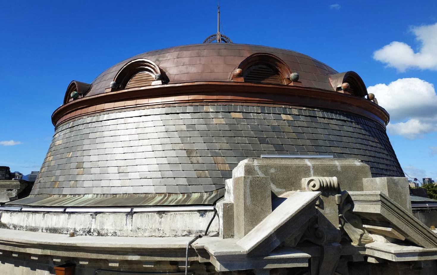 扁平銅製圓頂及老虎窗樣式