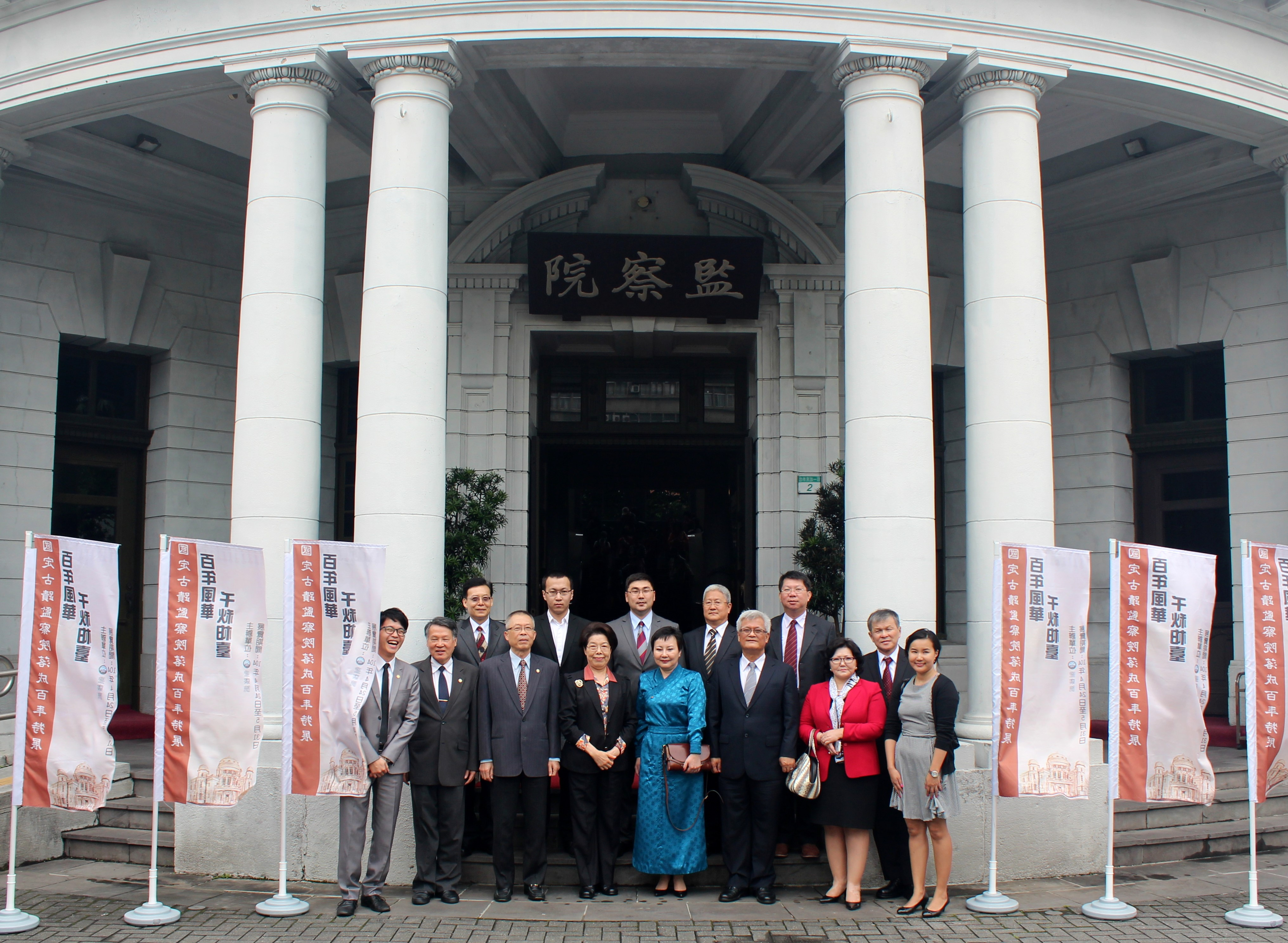 104年5月12日蒙古國家人權委員會委員Oyunchimeg Purev女士率團與本院簽訂人權合作瞭解備忘錄
